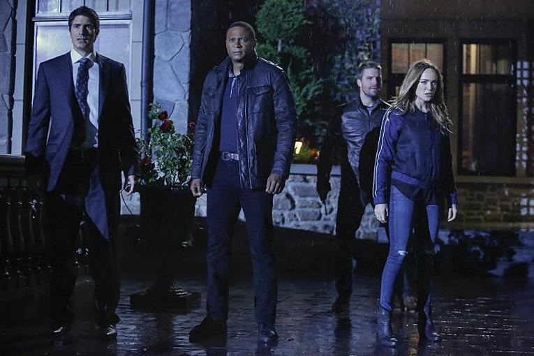 arrow invasion! review-ray-diggle-oliver-and-sara