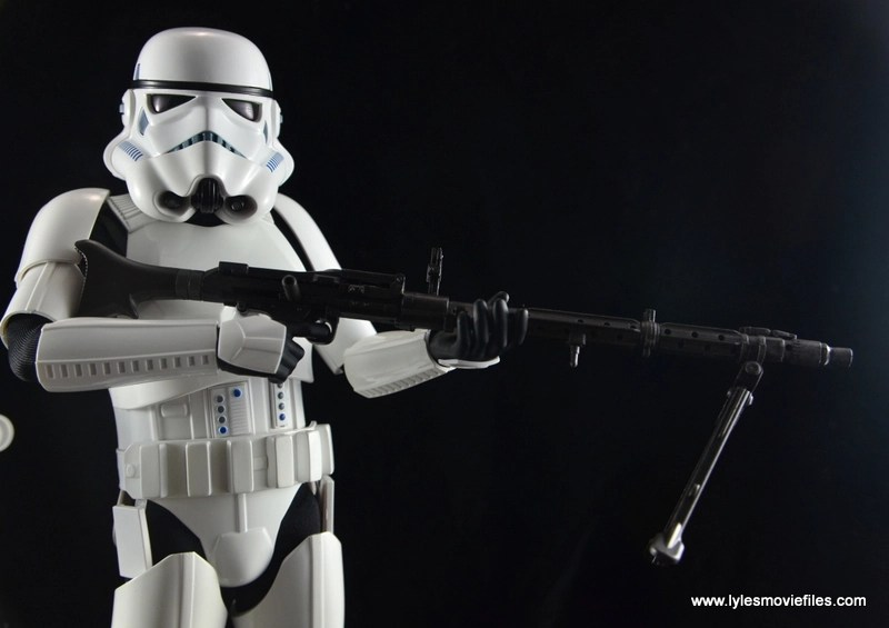 Hot Toys Stormtroopers figure review - holding sniper rifle