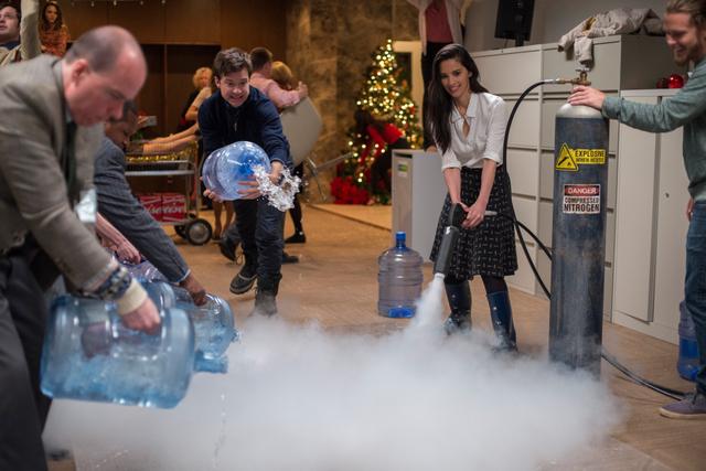 Office-Christmas-Party-review-Jason-Bateman-and-OIivia-Munn