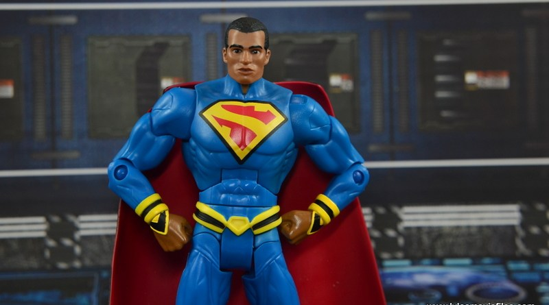 DC Multiverse Earth-23 Superman figure review - hands on hips