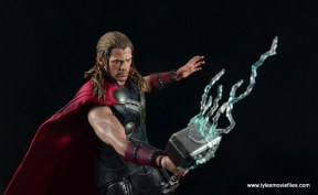 Hot Toys Thor figure review Avengers Age of Ultron -smashing down lightning
