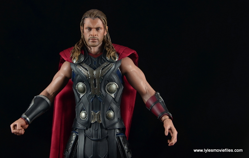 Hot Toys Thor figure review Avengers Age of Ultron -wide shot