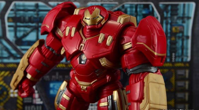 Marvel Legends Hulkbuster Iron Man figure review - profile pic