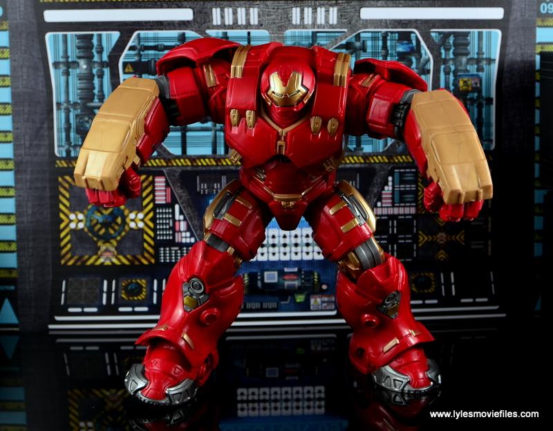 Marvel Legends Hulkbuster Iron Man figure review - set for battle