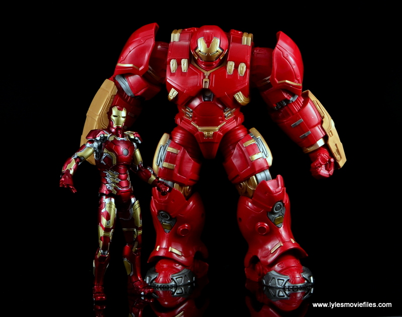 Marvel Legends Hulkbuster Iron Man figure review - with Comicave Studios Iron Man