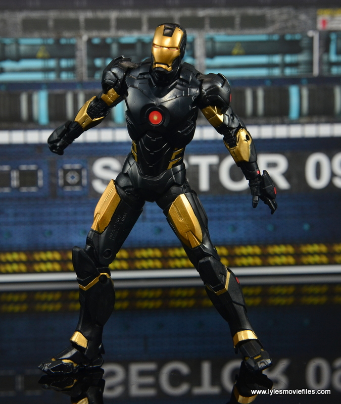Marvel Legends Marvel Now Iron Man figure review - battle ready