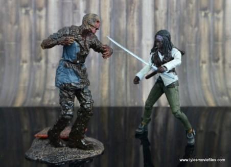 The Walking Dead Michonne figure review - fighting walker