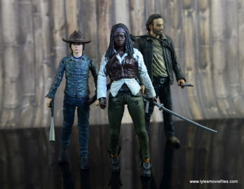 The Walking Dead Michonne figure review - walking with Carl and Rick