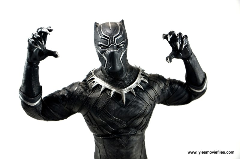 Hot Toys Black Panther figure review - set to attack