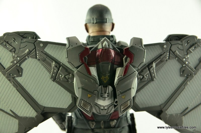 Hot Toys Captain America Civil War Falcon figure review -Redwing in backpack