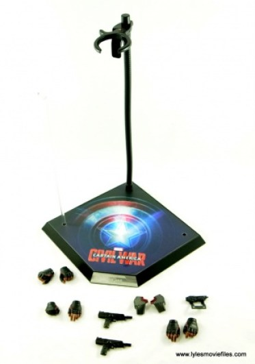 Hot Toys Captain America Civil War Falcon figure review -accessories