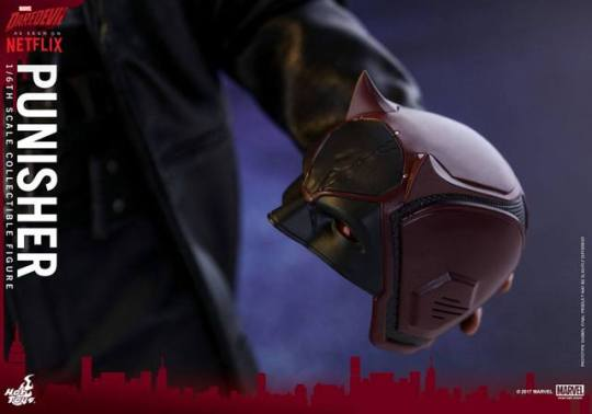 Hot Toys Netflix The Punisher figure - holding Daredevil helmet