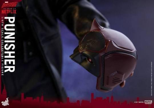 Hot Toys Netflix The Punisher figure - holding Daredevil helmet