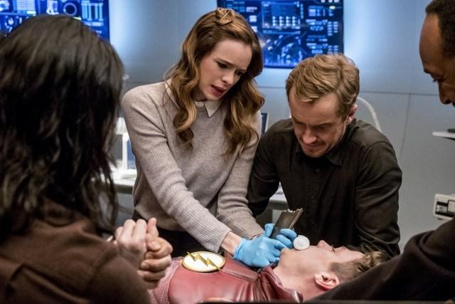 The Flash - The Wrath of Savitar - Cisco, Caitlin, Barry, Julian and Joe