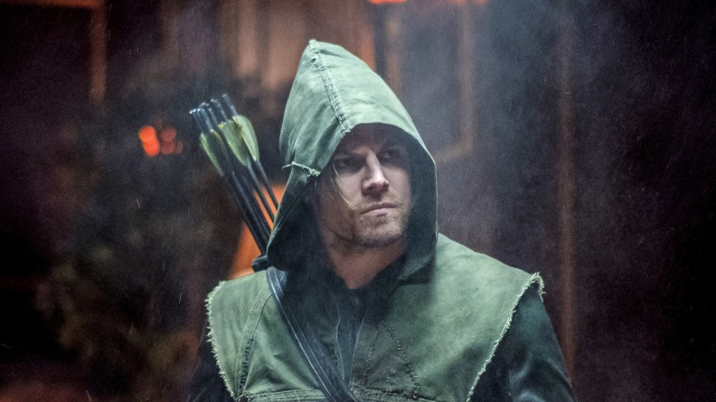 arrow kapiushon review oliver as The Hood