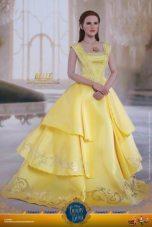 Hot Toys Beauty and the Beast Belle figure -hands clasped