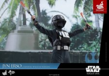 Hot Toys Jyn Erso Imperial Disguise figure waving batons