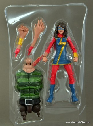 Marvel Legends Ms. Marvel figure review - accessories in tray