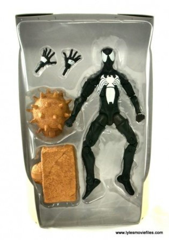 Marvel Legends Symbiote Spider-Man figure review - accessories in tray