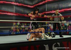 WWE Wrestlemania 12 Elite Shawn Michaels figure review - Bret smashing Shawn's back