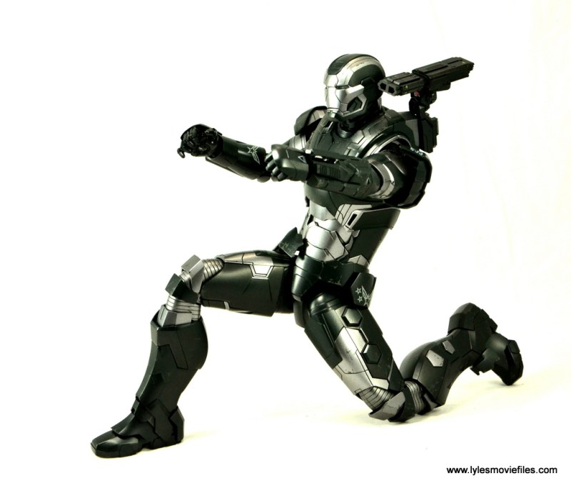 Hot Toys War Machine Age of Ultron figure review -kneeling