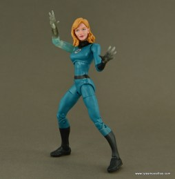 Marvel Legends Invisible Woman figure review -bracing for battle