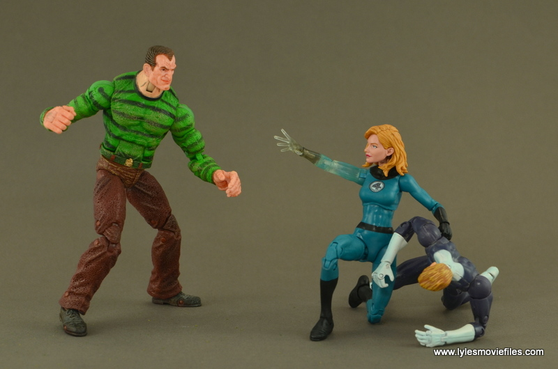Marvel Legends Invisible Woman figure review -fighting off Sandman
