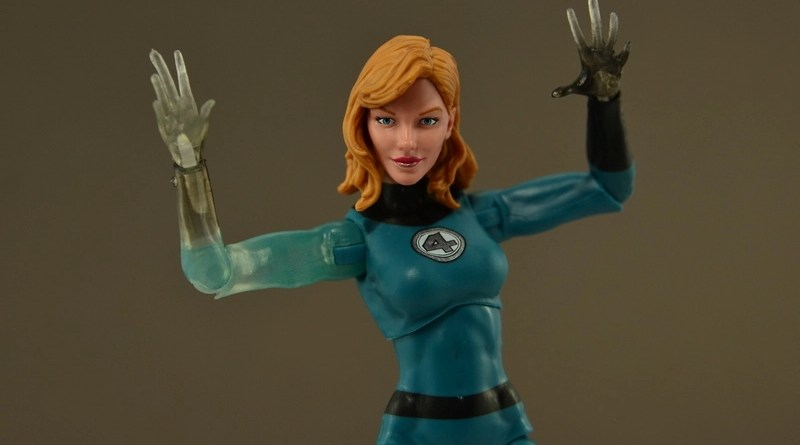 Marvel Legends Invisible Woman figure review - main