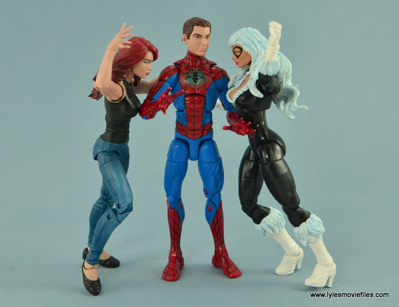 Marvel Legends Spider-Man and Mary Jane Watson figure review - Peter between MJ and Black Cat