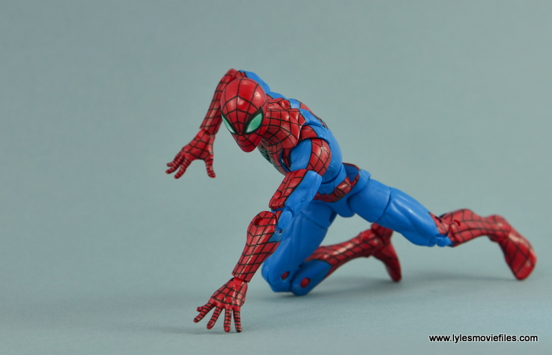 Marvel Legends Spider-Man and Mary Jane Watson figure review - Spider-Man crawling