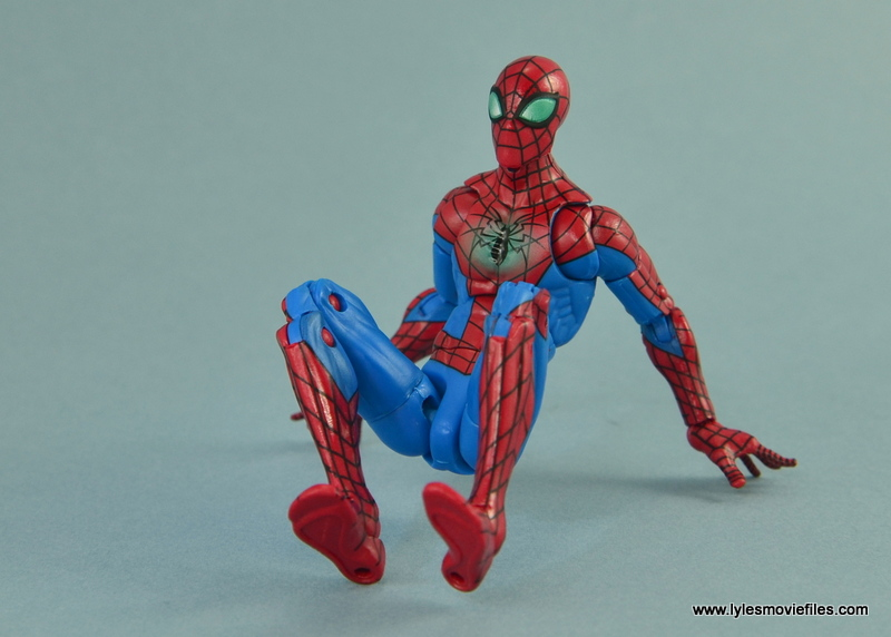 Marvel Legends Spider-Man and Mary Jane Watson figure review - Spider-Man sitting