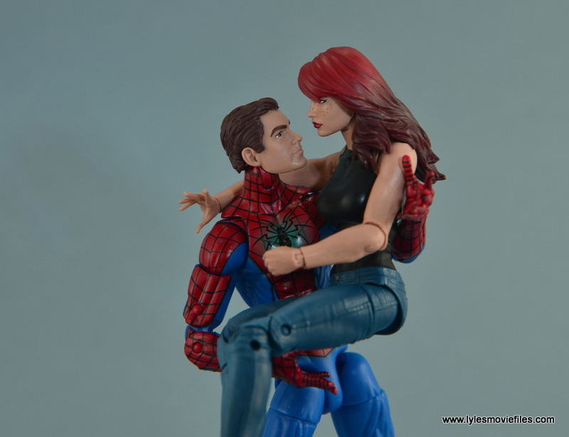 Marvel Legends Spider-Man and Mary Jane Watson figure review - holding MJ