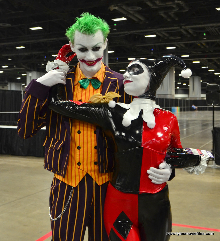 Awesome Con 2017 cosplay Friday -Joker and Harley Quinn Mad Love pose