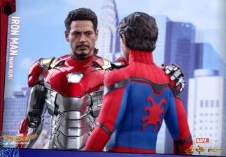 Hot Toys Iron Man Mark 47 figure - with Peter