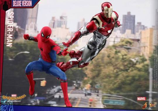 Hot Toys Spider-Man Homecoming figure - ready for action with Iron Man