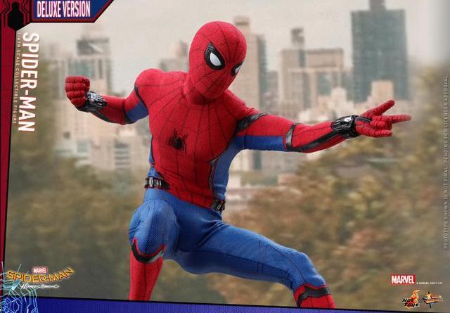 Hot Toys Spider-Man Homecoming figure - web slinging