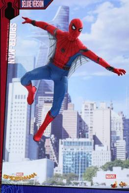 Hot Toys Spider-Man Homecoming figure - with web attachments