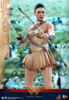 Hot Toys Wonder Woman Training Armor Version -holding arrow