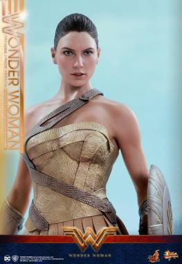 Hot Toys Wonder Woman Training Armor Version -looking up