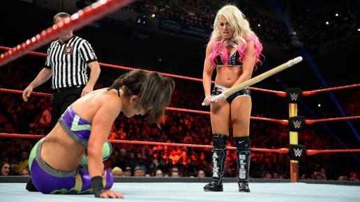 WWE Extreme Rules 2017 - Alexa Bliss vs Bayley