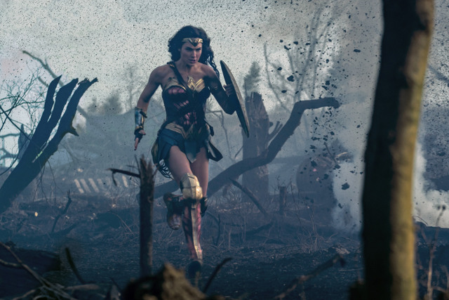 Wonder-Woman-movie-Wonder-Woman-running-on-battlefield