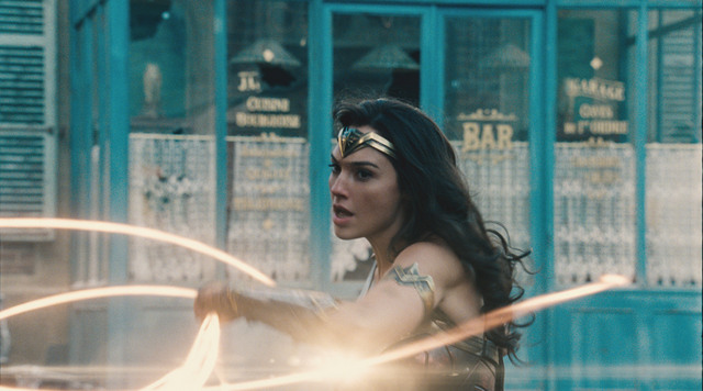 Wonder-Woman-movie-Wonder-Woman-with-golden-lasso