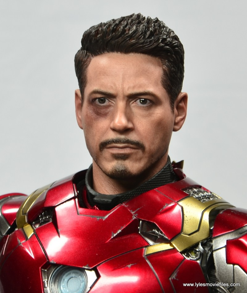 Hot Toys Captain America Civil War Iron Man figure review - Tony head close up