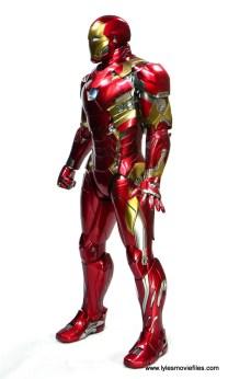 Hot Toys Captain America Civil War Iron Man figure review - left side