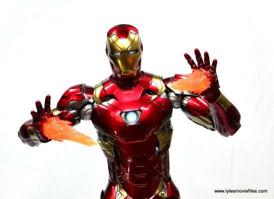 Hot Toys Captain America Civil War Iron Man figure review - repulsors lit up