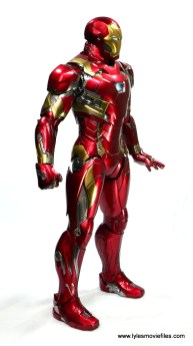 Hot Toys Captain America Civil War Iron Man figure review - right side