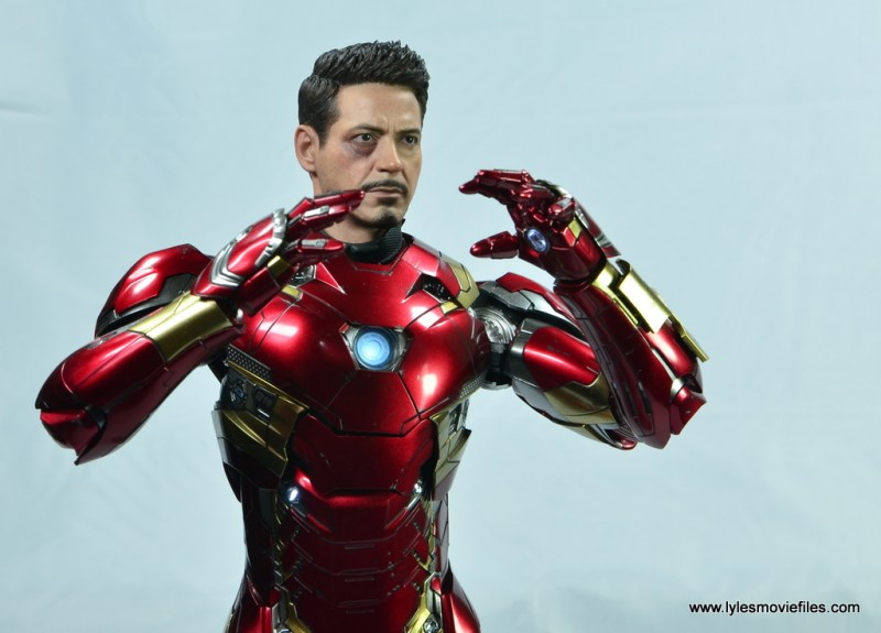 Hot Toys Captain America Civil War Iron Man figure review - underoos