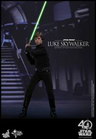 Hot Toys Jedi Luke Skywalker figure -saber lit in throne room