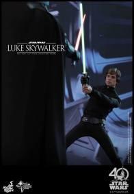 Hot Toys Jedi Luke Skywalker figure -vs Vader