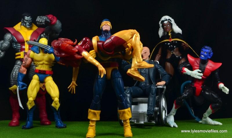 Marvel Legends Cyclops and Dark Phoenix figure review - Cyclops holding Dark Phoenix with X-Men